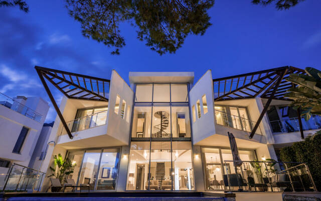 Townhouses, 4 bedrooms, 443 m²