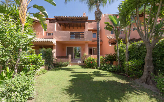 Townhouses, 4 bedrooms, 365 m²